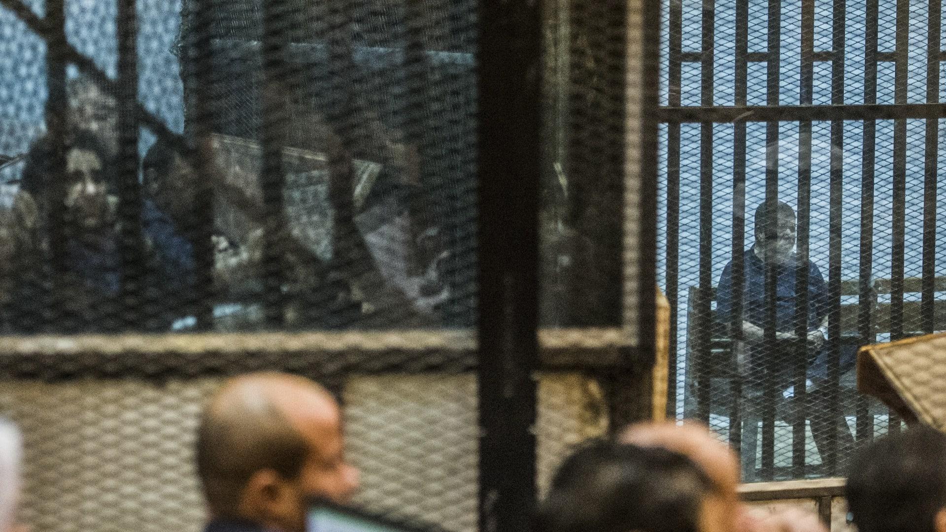محكمة مصرية تقضي بالتحفظ على أموال ورثة محمد مرسي و89 من قيادات الإخوان المسلمين
