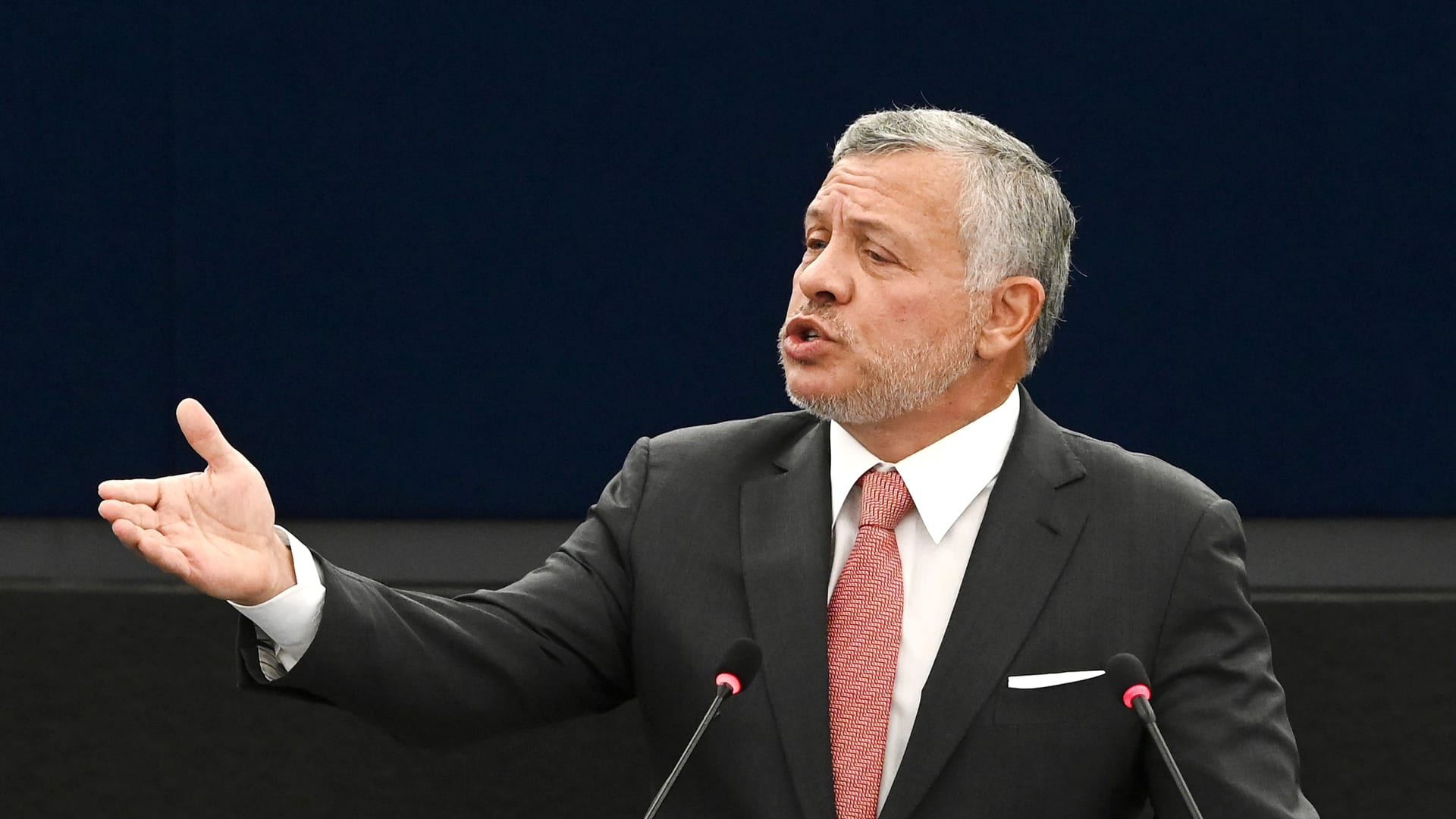 عاهل الأردن يدين إجراءات إسرائيل بالقدس.. ويرفض إخلاء عائلات حي الشيخ جراح