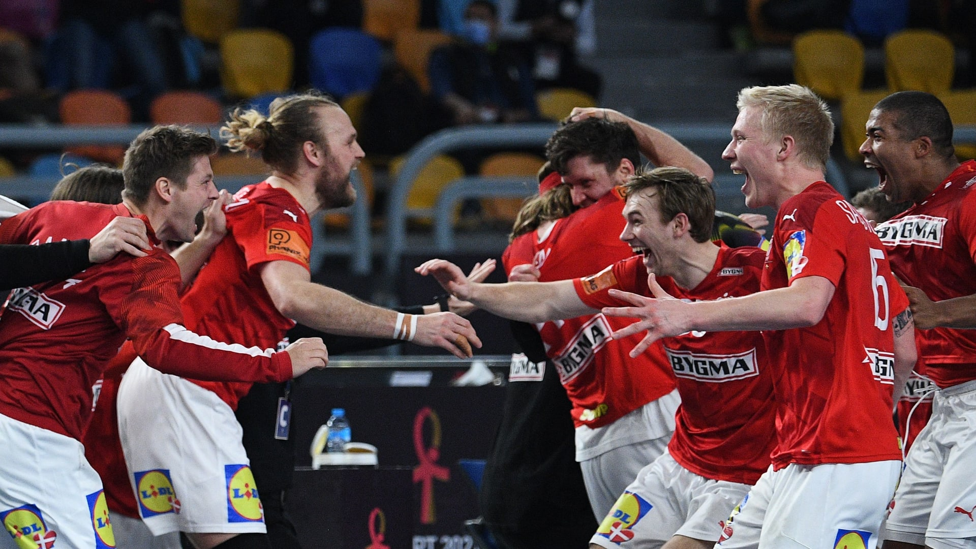 الدنمارك تتوج بكأس العالم لكرة اليد للمرة الثانية على التوالي في نهائي إسكندنافي