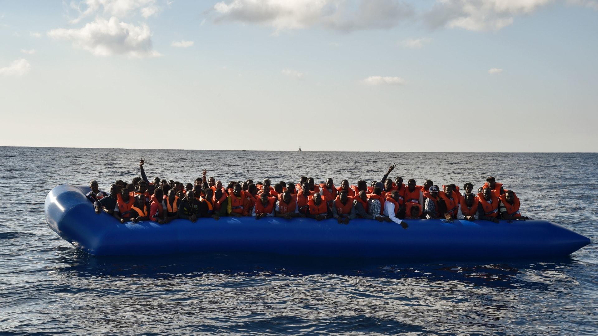 مقتل 130 شخصًا في حادثة غرق مركب قبالة سواحل ليبيا