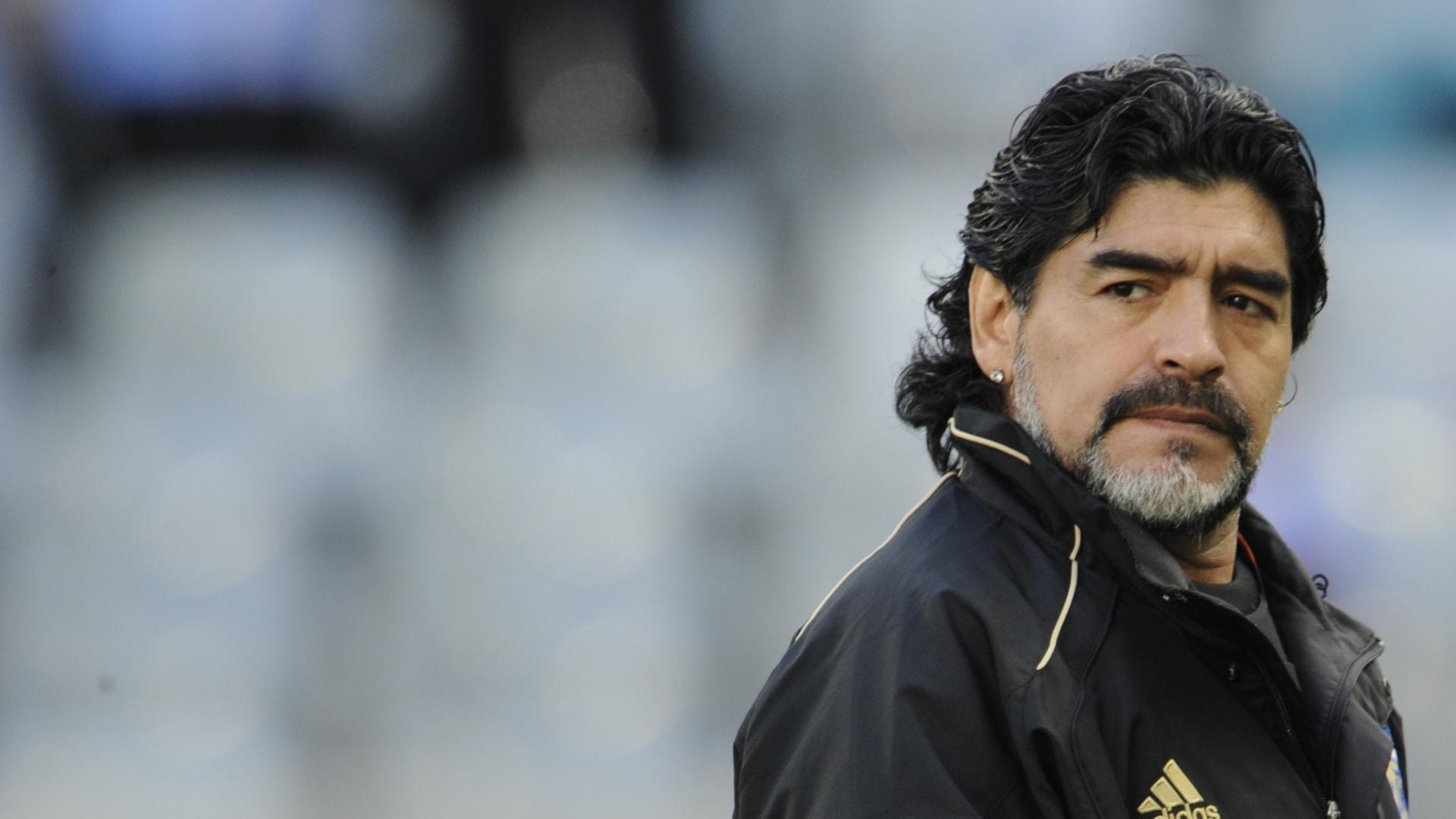 أسطورة كرة القدم دييغو مارادونا