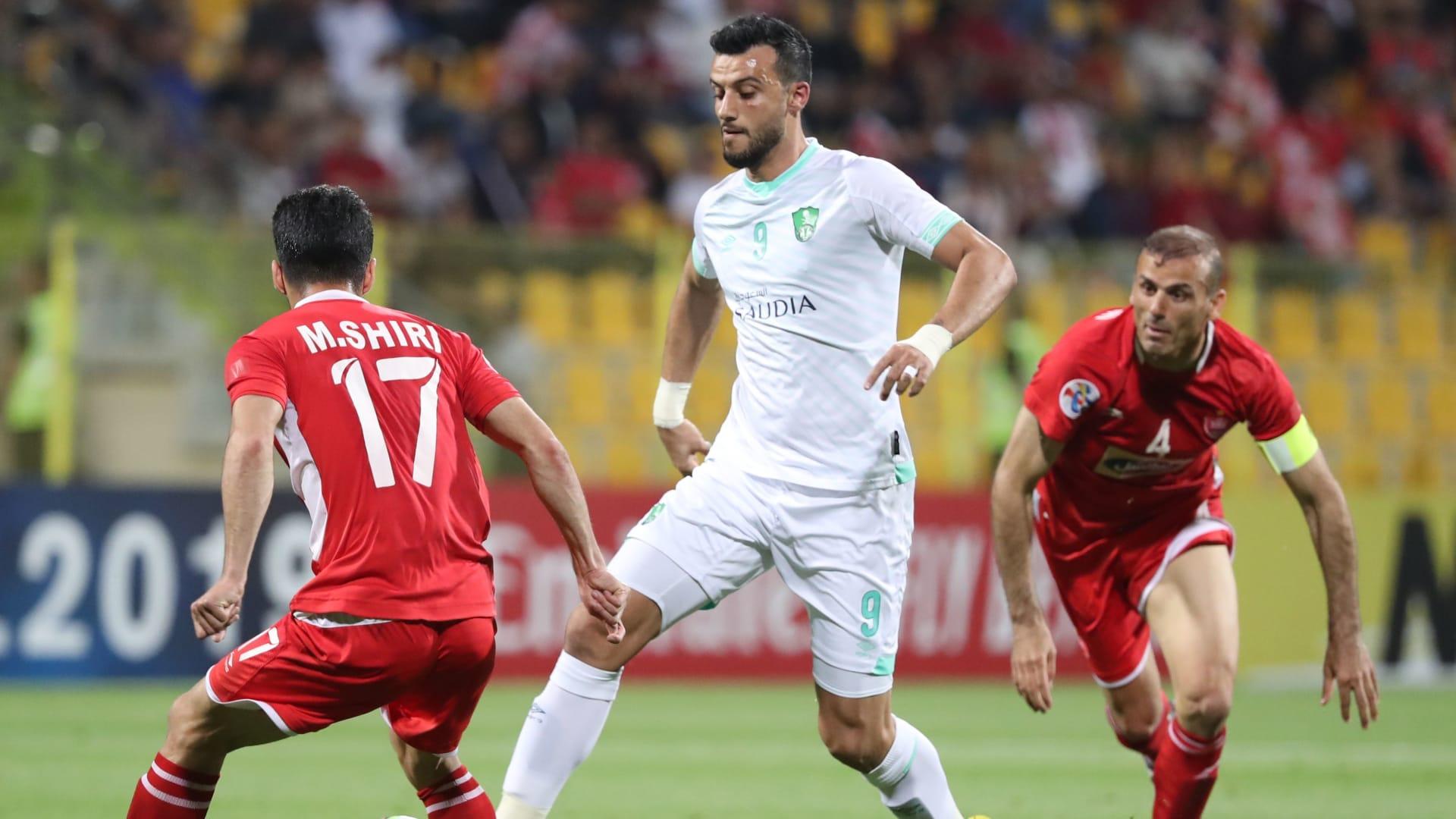 """""""التاريخي أهلاوي"""".. عمر السومة يرتدي القميص الأخضر حتى عام 2024"""