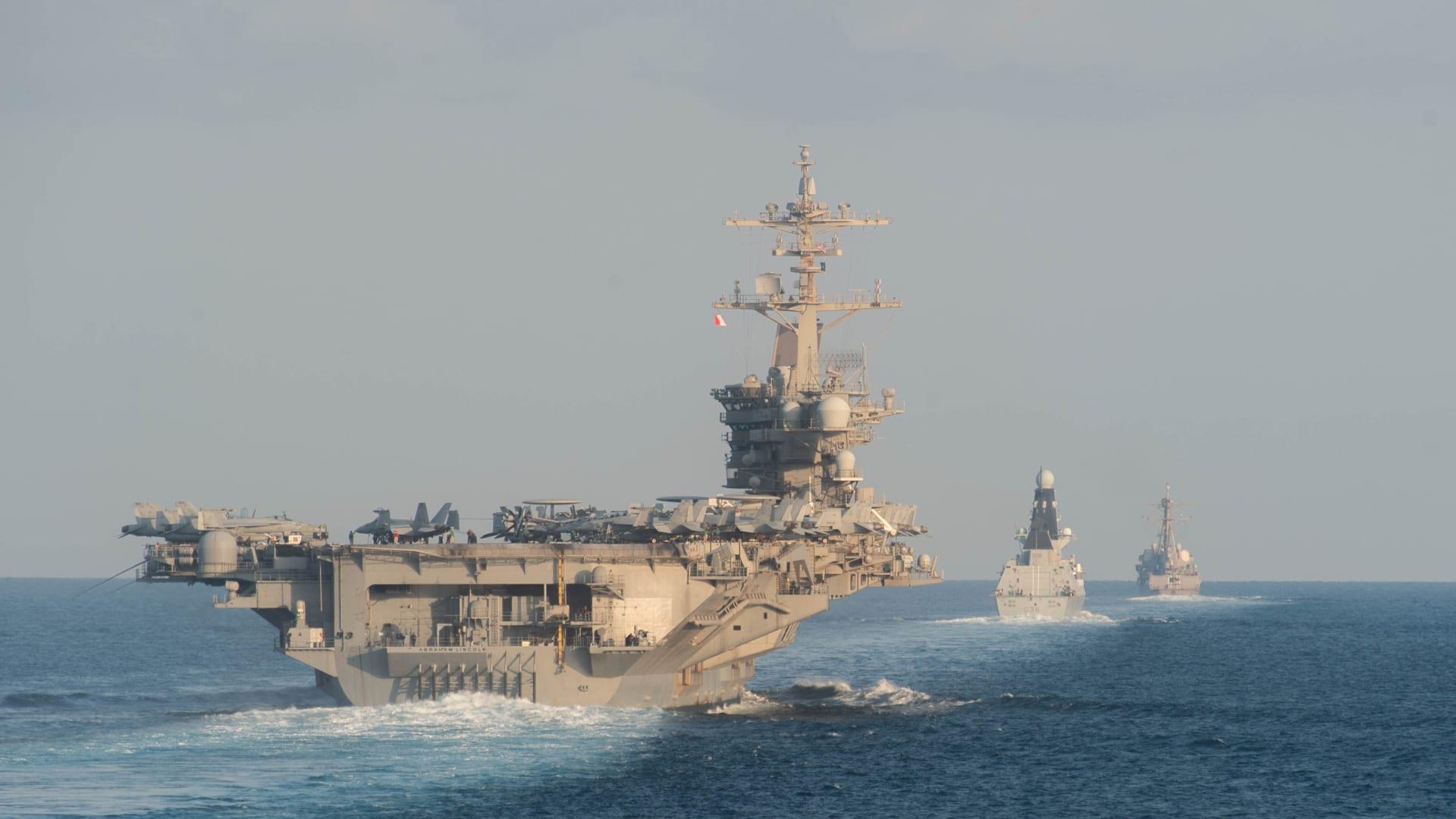أمريكا تدرس إرسال سفن حربية إلى البحر المتوسط وسط حشد روسيا المتزايد على حدود أوكرانيا