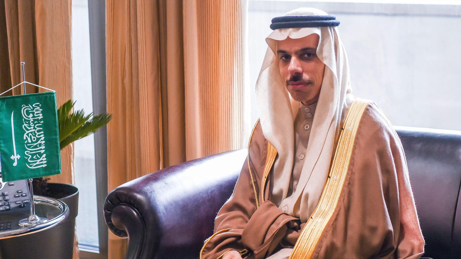 وزير الخارجية السعودي يزور قطر.. والدوحة تعرب عن تأييدها للمملكة بقضية المخدرات