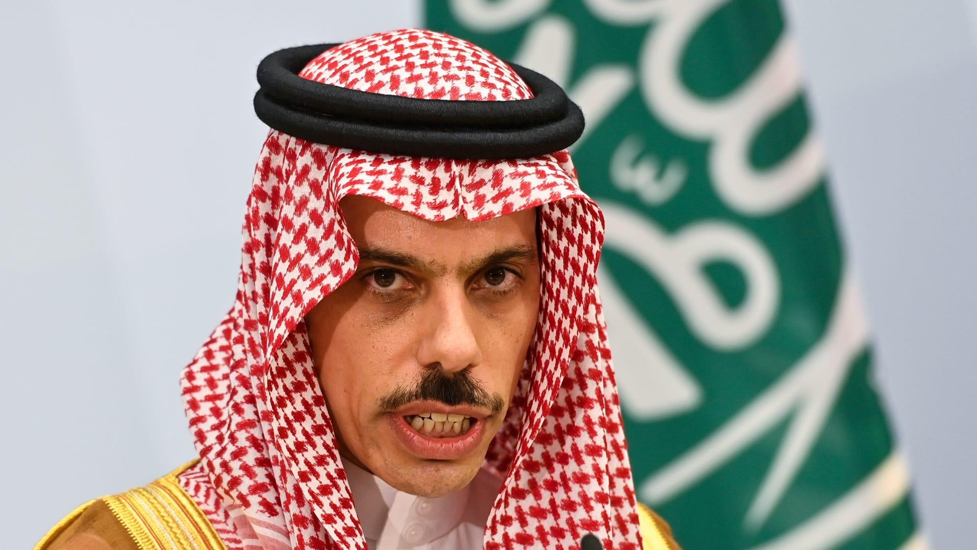 وزير خارجية السعودية: سنحمي مقدراتنا من هجمات الحوثيين.. وإيران مصدر الصراع باليمن