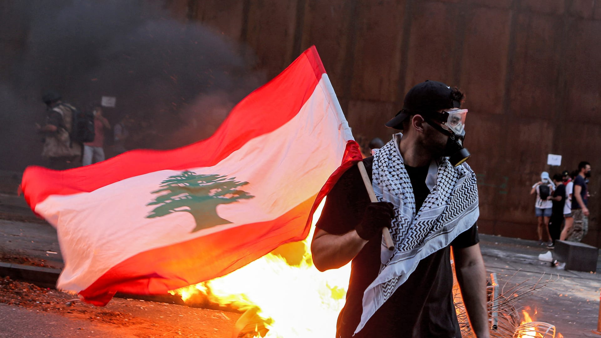 """يوم دموي جديد في بيروت.. اشتباكات """"ذكرى انفجار المرفأ"""" تُخلف 84 جريحا"""