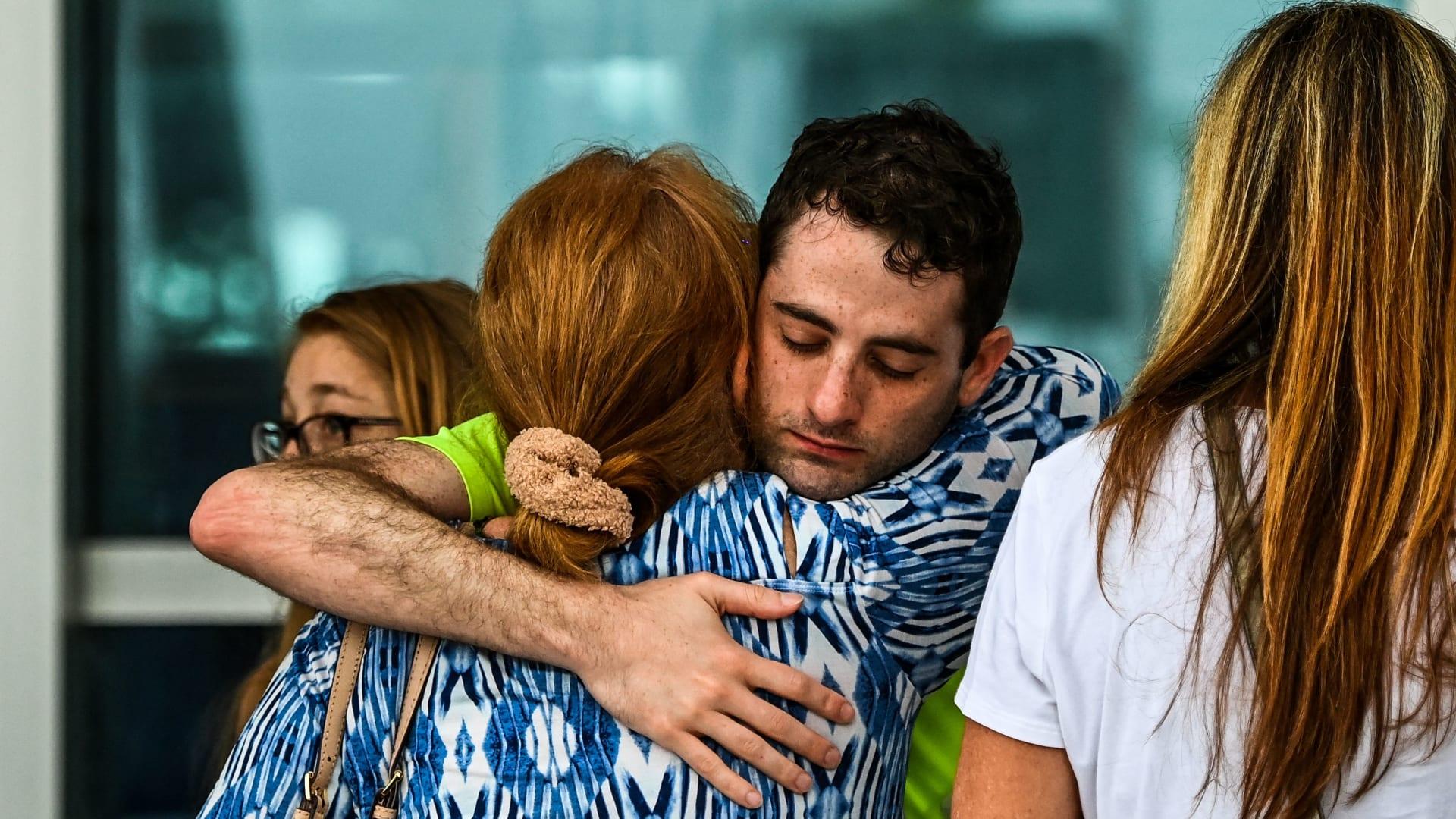 99 شخصًا ما زالوا في عداد المفقودين في انهيار مبنى بولاية فلوريدا