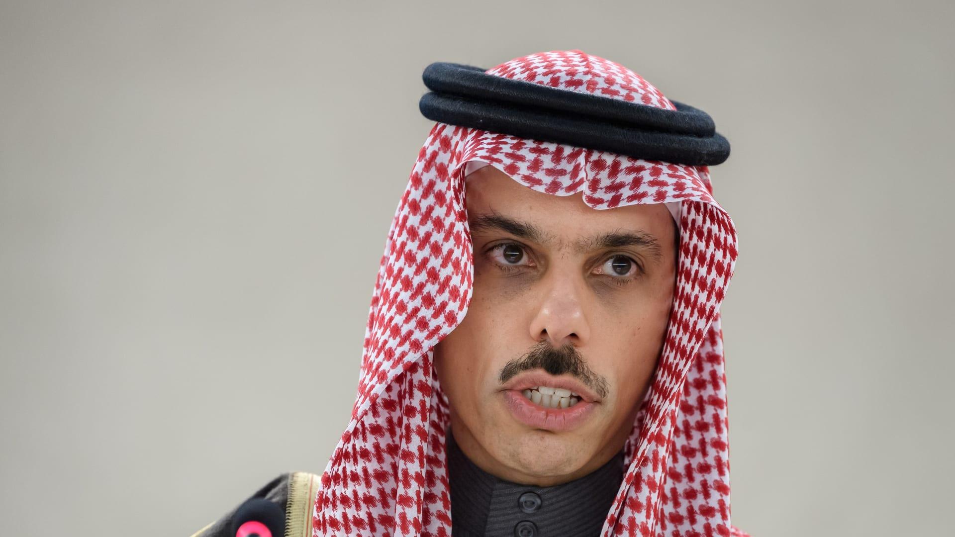 السعودية: نقدر الكفاءة العالية لمصر في التعامل مع حادث قناة السويس.. ونقف معها بكافة إمكاناتنا