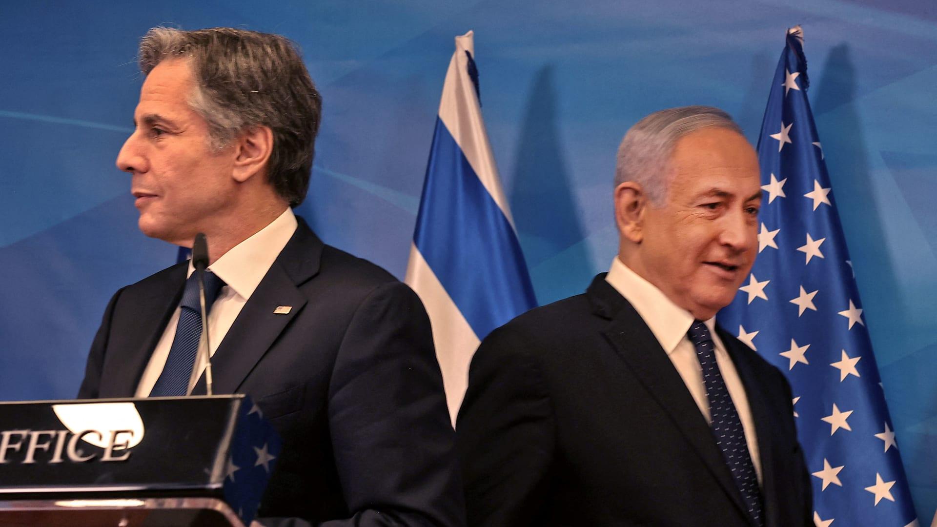 رئيس الوزراء الإسرائيلي بنيامين نتنياهو (من اليمين) ووزير الخارجية الأمريكي أنتوني بلينكن في مؤتمر صحفي مشترك بالقدس في 25 مايو 2021