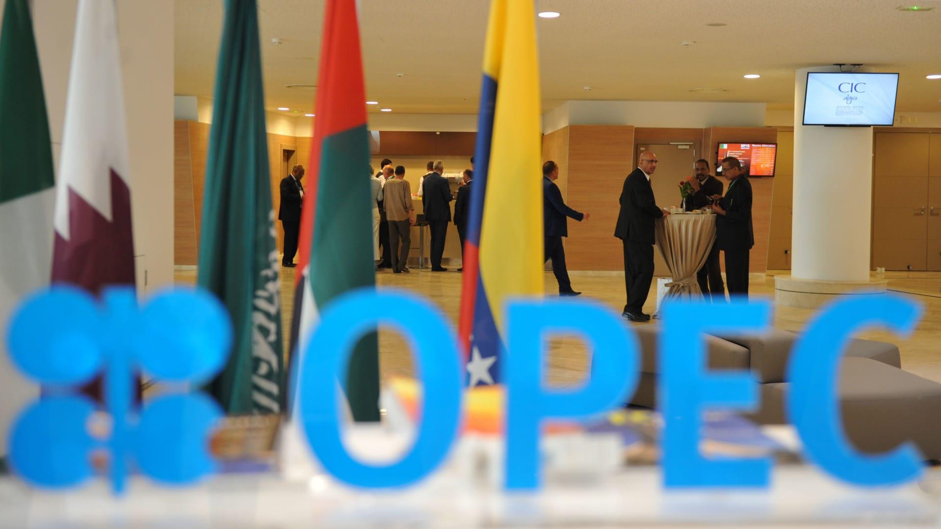 أوبك بلس توافق على زيادة إنتاج النفط تدريجياً ابتداء من أغسطس