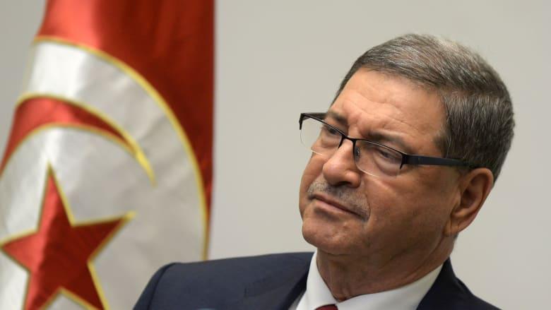 رئيس حكومة تونس الأسبق يتعرض لأزمة صحية خلال برنامج مٌذاع على الهواء