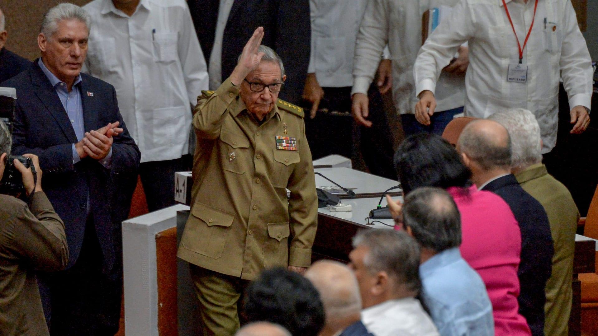 خطوة تاريخية.. راؤول كاسترو يتنحى عن رئاسة الحزب الشيوعي الكوبي