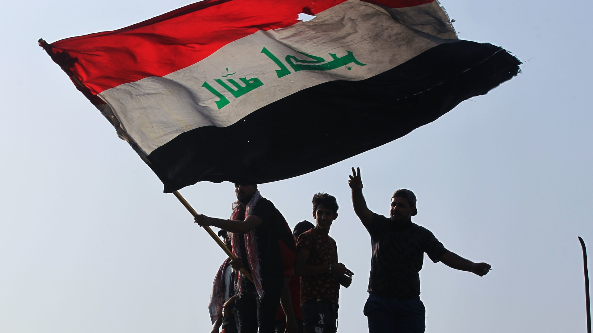 مذكرات توقيف بحق محللين سياسيين عراقيين تثير الجدل