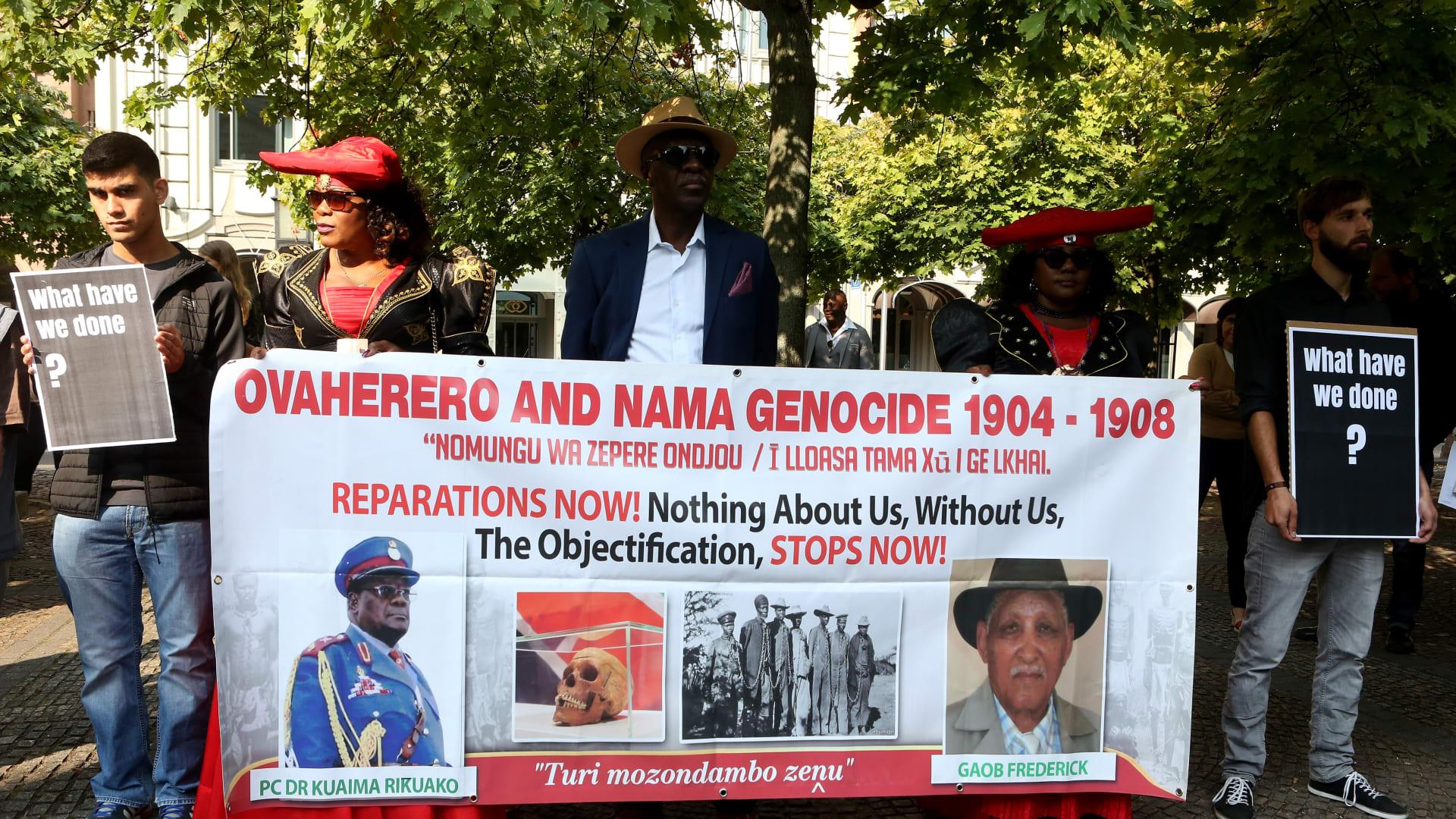 حضور وفد ناميبيا مراسم إعادة جماجم ناميبيا من الحملة القاتلة التي شنتها الإمبراطورية الألمانية في 1904-1908