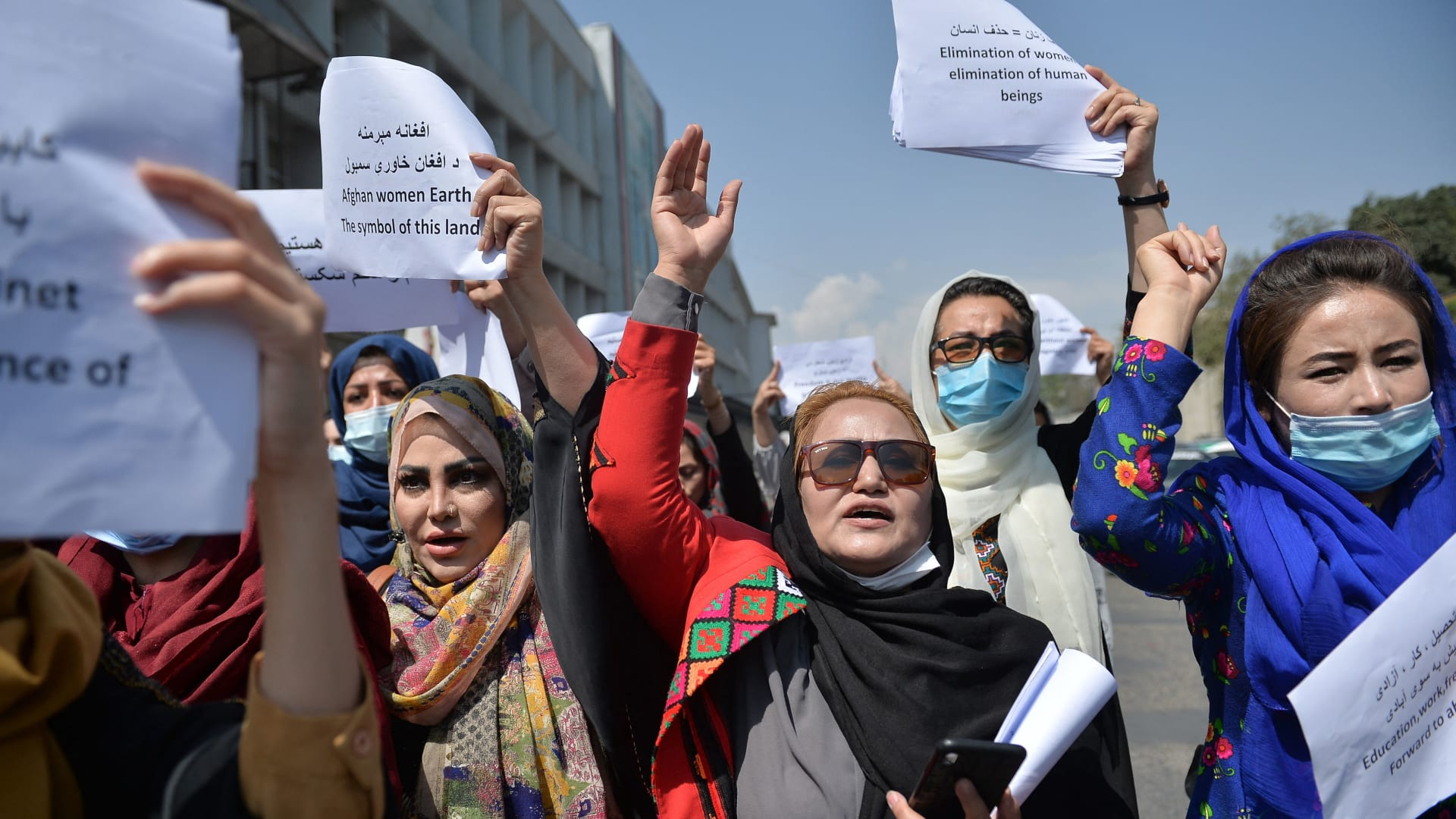 شجاعة نساء أفغانيات ناضلن من أجل حقوق المرأة في ظل حكم طالبان