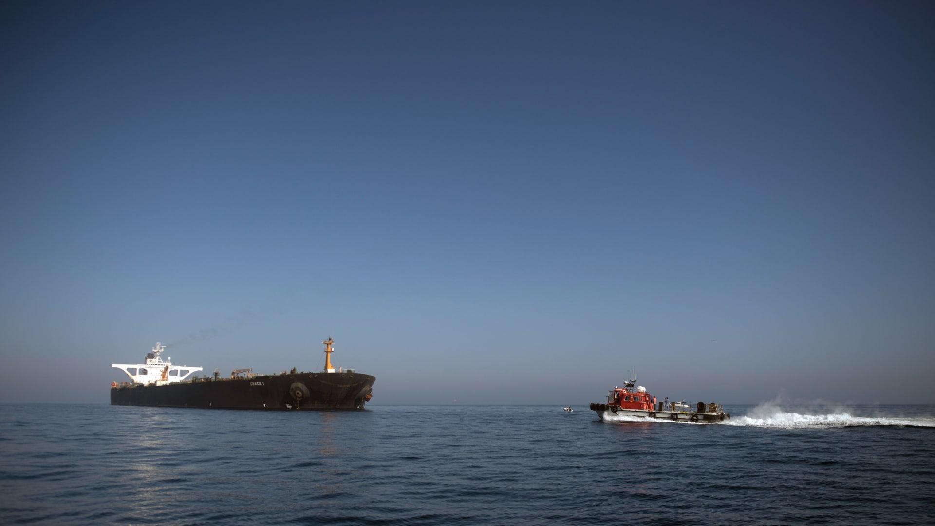 حريق في خزان ناقلة نفط قبالة سواحل سوريا.. ودمشق: نتيجة هجوم بطائرة مسيرة