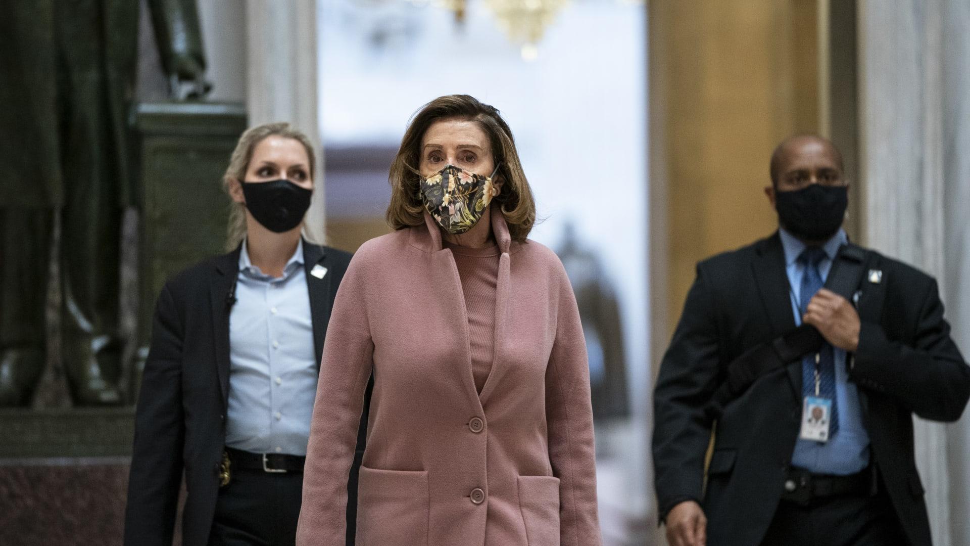 نانسي بيلوسي تشرح تفاصيل اقتحام الكونغرس: اختبئ البعض في مكتبي