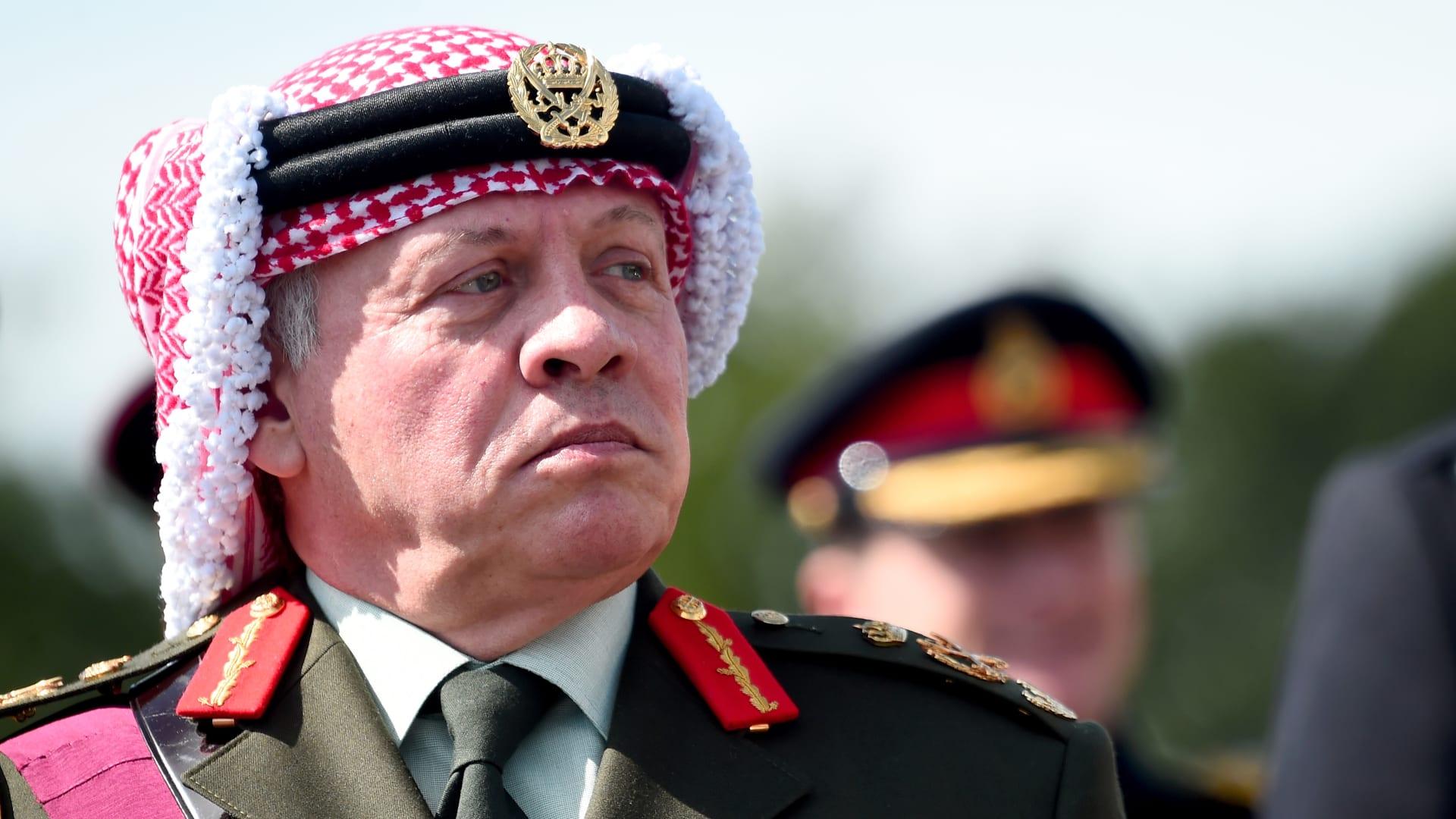 """العاهل الأردني في رسالة لشعبه: حمزة في قصره برعايتي.. وتعاملت في إطار """"الإرث الهاشمي"""""""