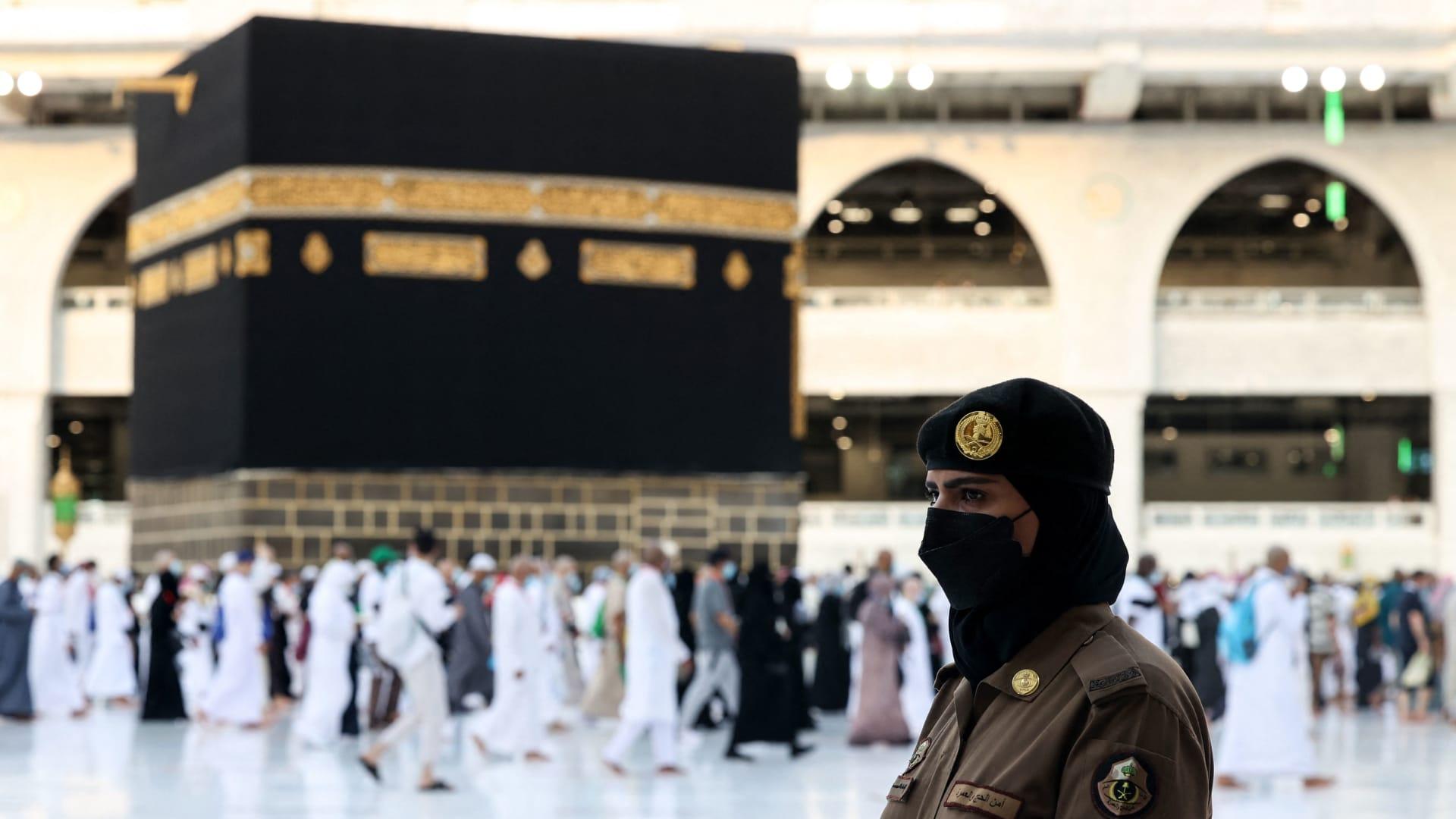 مجندات سعوديات في الحرم المكي