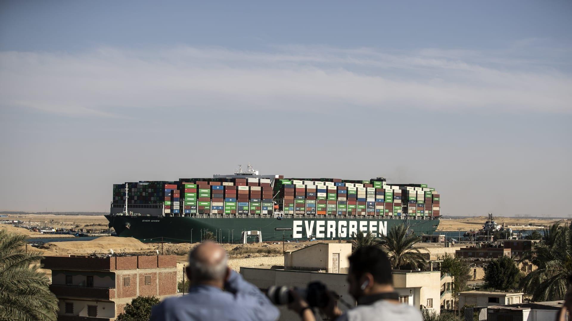 مالك سفينة ايفرغيفن يرفع دعوى قضائية استباقا لتعويضات الحادث قناة السويس