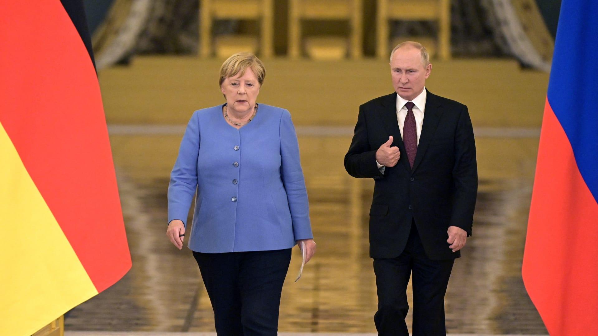 الرئيس الروسي فلايديمر بوتين والمستشارة الألمانية أنجيلا ميركل في موسكو