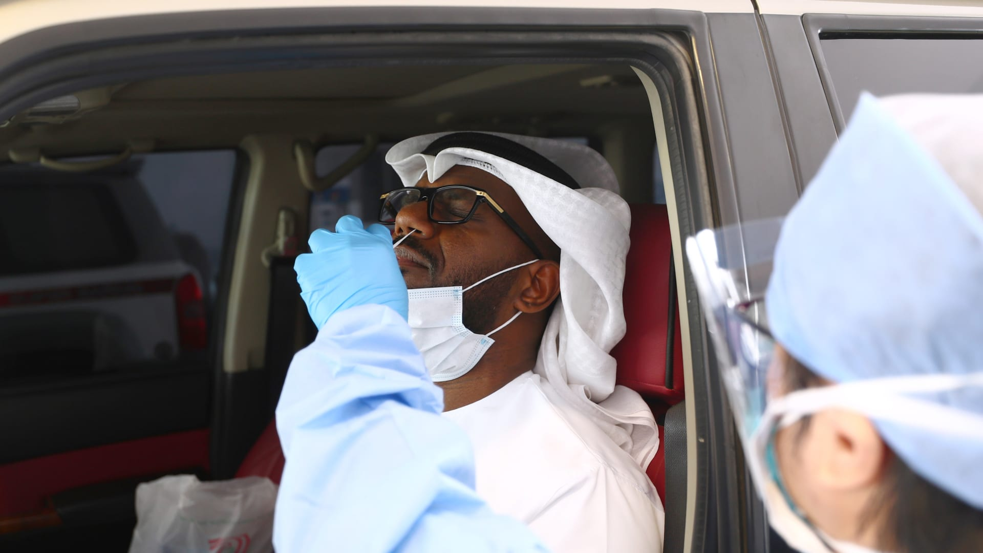 مع انخفاض الإصابات.. أبوظبي تلغي متطلبات فحوصات فيروس كورونا لدخولها من الإمارات الأخرى