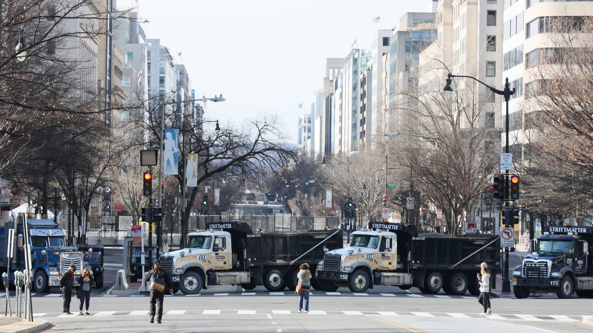 أيام قليلة على تنصيب بايدن.. إليك كيف تبدو أجواء الاستعدادات الأمنية في واشنطن