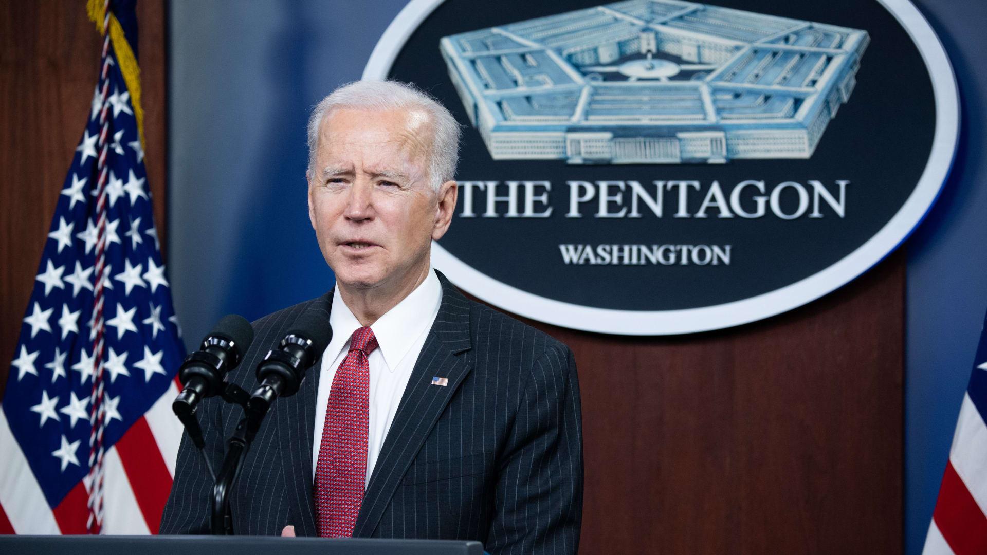 الرئيس الأمريكي يستهل تصريحاته في البنتاغون بالتعليق على إطلاق سراح لجين الهذلول