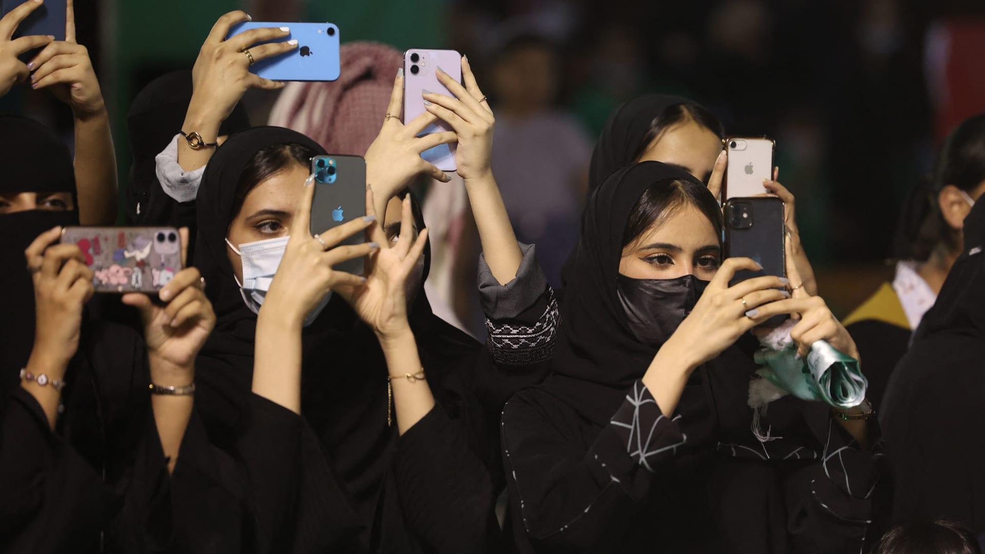 السعودية.. حوادث تحرش في اليوم الوطني تثير جدلا واسعًا.. ووزير الداخلية يتفاعل