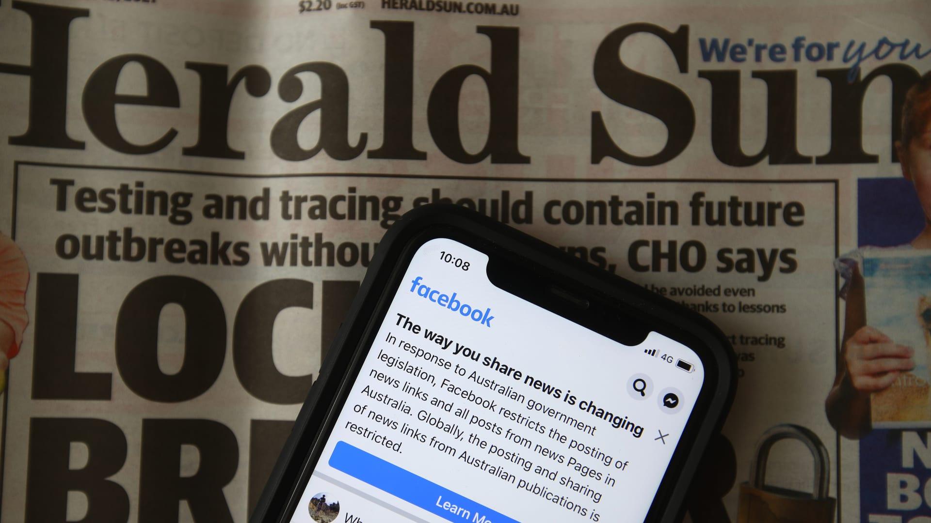 أستراليا تقر قانونًا جديدًا يطالب فيسبوك وغوغل بدفع ثمن المحتوى الإخباري