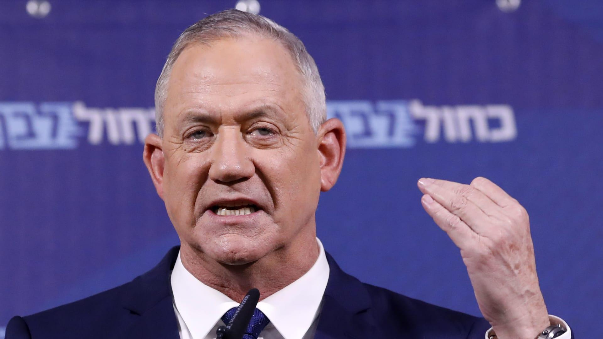 وزير دفاع إسرائيل يرفض مزاعم نتنياهو عن إلغاء زيارته للإمارات ويدافع عن الأردن
