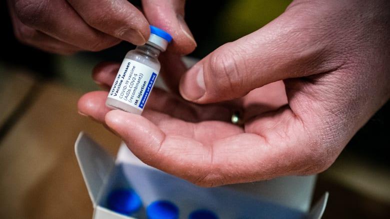 """وكالة الأدوية الأوروبية: لقاح """"جونسون آند جونسون"""" قد يسبب جلطات دم نادرة"""