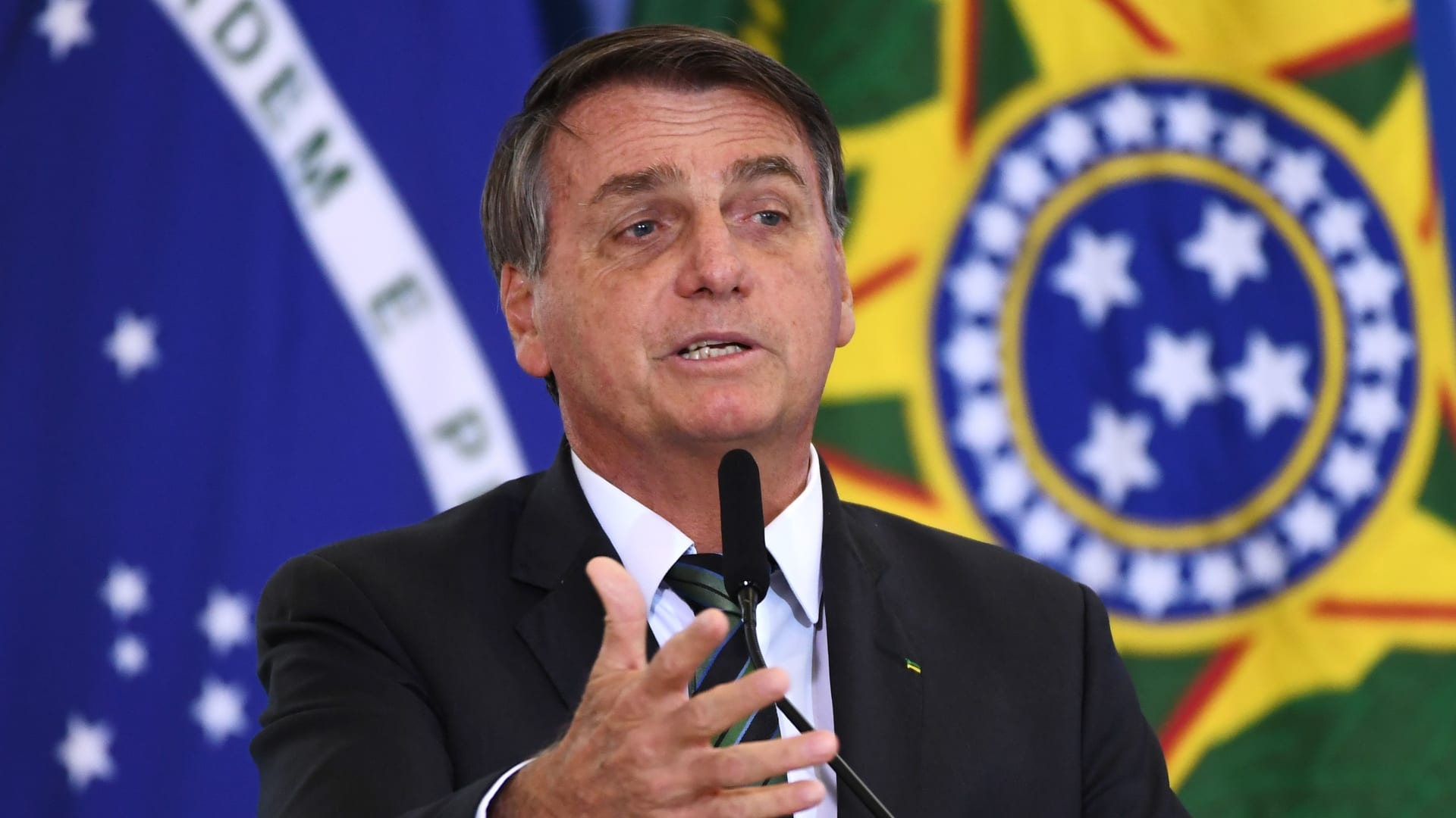 يحدث في البرازيل.. الرئيس يقاضي حكام الولايات لإلغاء قرارات اتخذوها لوقف تفشي كورونا