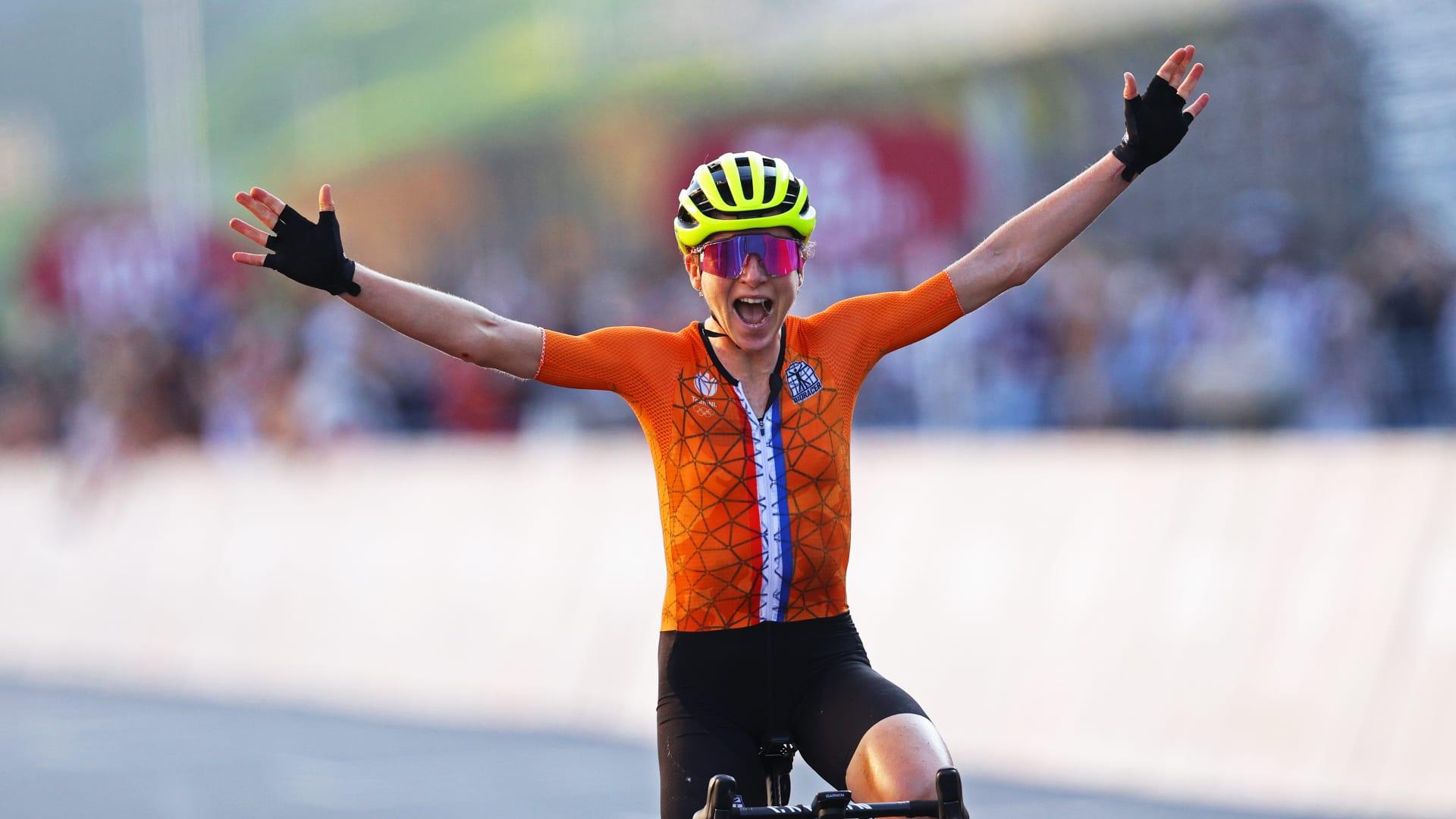 الدراجة الهولندية أنيميك فان فليوتن