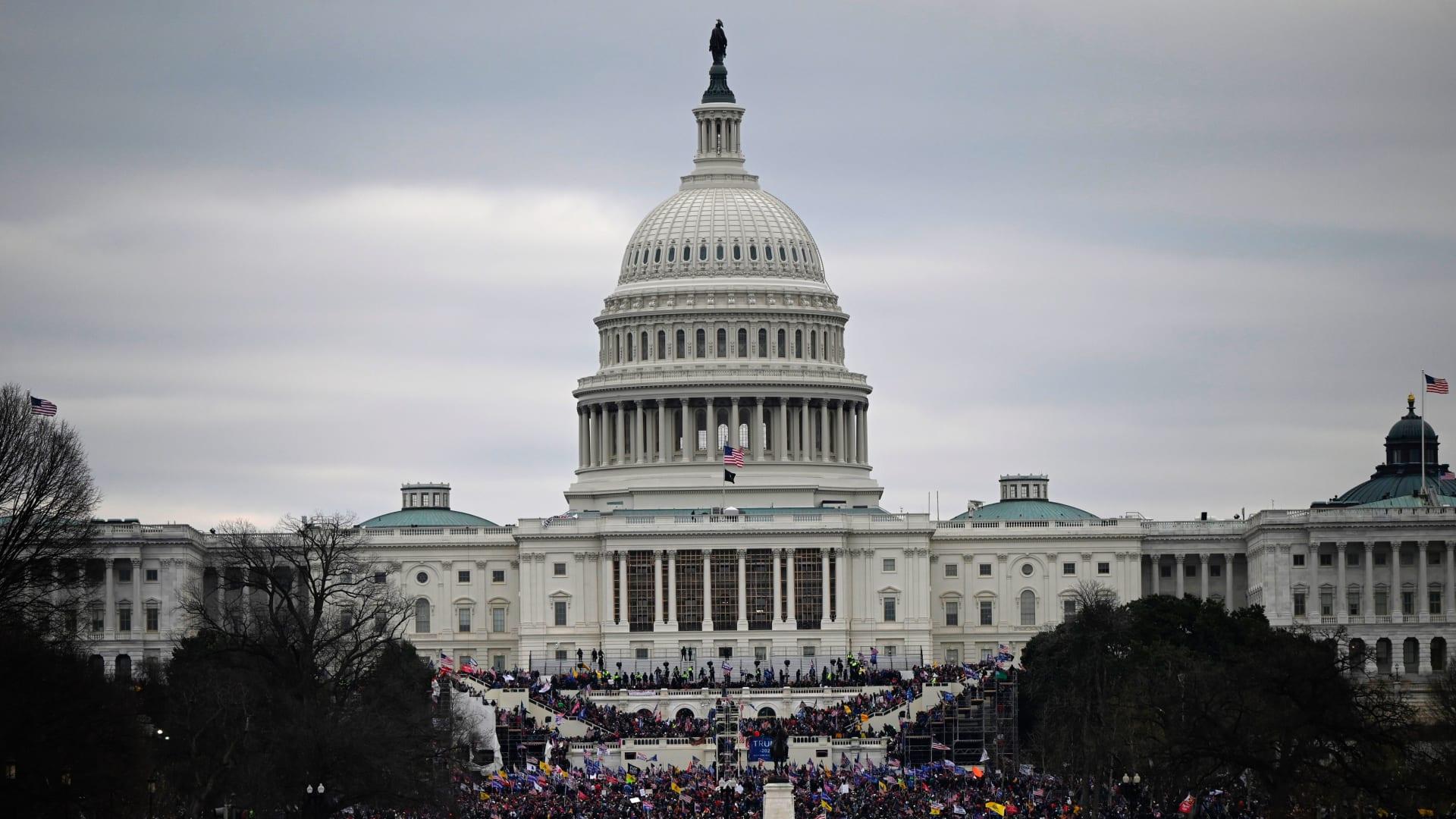"""تحليل.. حصار الكونغرس لم يكن كما أزمة """"دولة من العالم الثالث"""".. كان قُبحاً أمريكياً فريداً"""