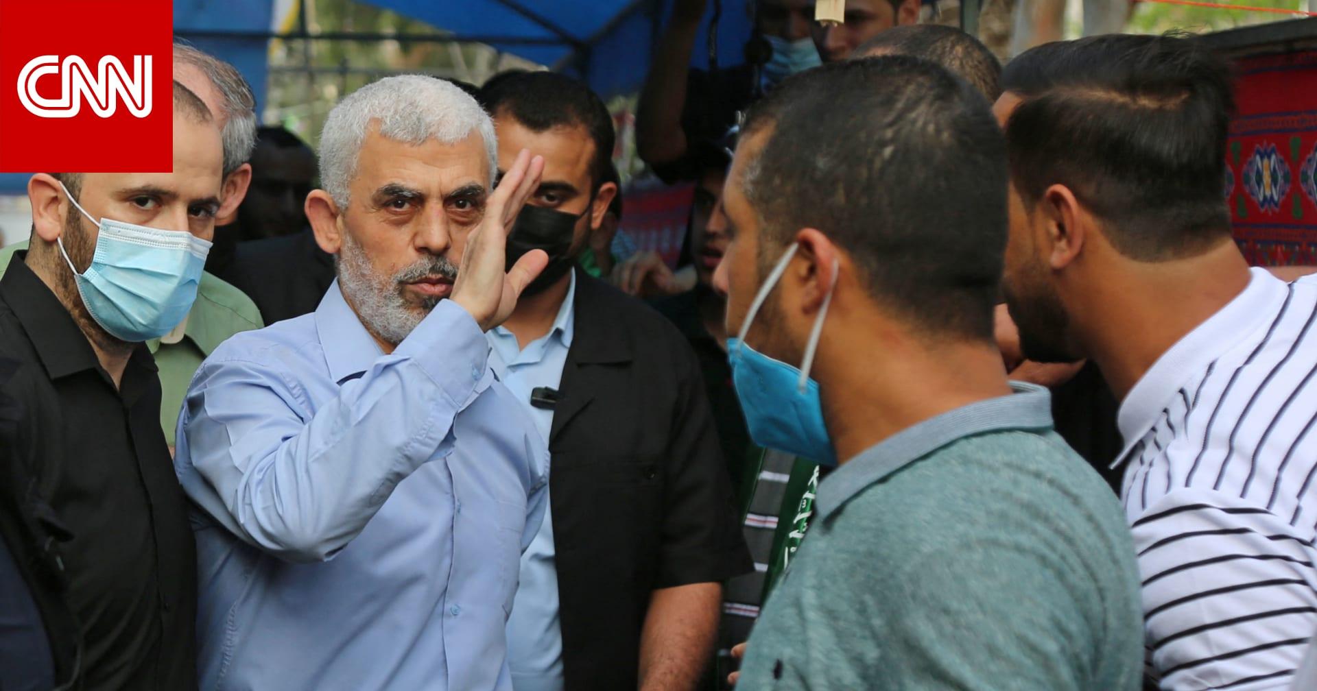 """ظهور علني ليحيى السنوار في قطاع غزة.. وتداول صورة منسوبة لـ""""أبو عبيدة"""" بدون قناع"""