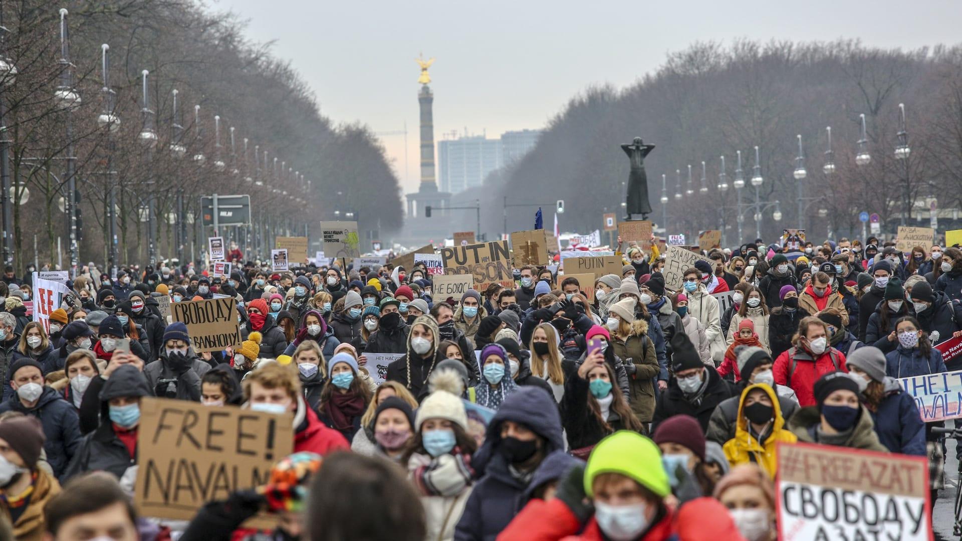 روسيا تطرد دبلوماسيين شاركوا باحتجاجات نافالني.. والاتحاد الأوروبي: نحتفظ بحق الرد