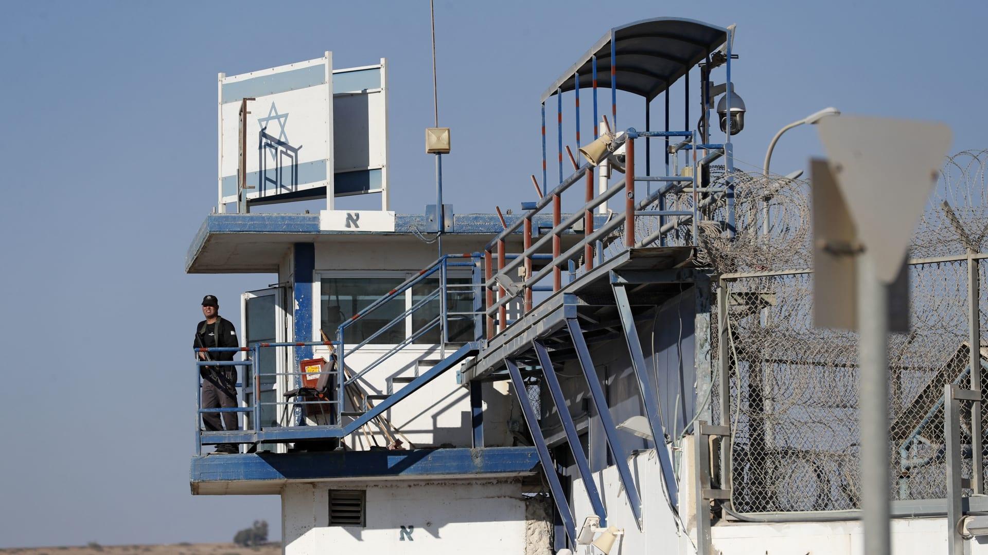 إسرائيل تعيد آخر سجينين فرا من جلبوع.. ورئيس الوزراء: انتهى الأمر