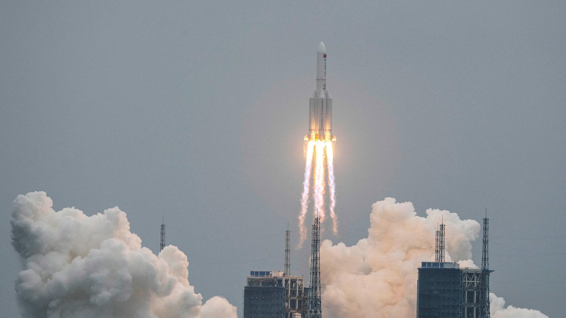 مركز الفلك الدولي يعلن موعد مرور الصاروخ الصيني التائه فوق المنطقة العربية