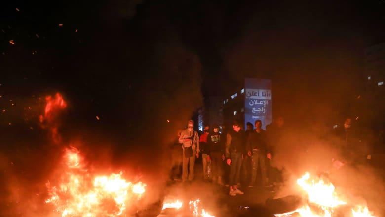 لبنان.. احتجاجات واسعة النطاق وإغلاق طرق بسبب ارتفاع سعر الدولار