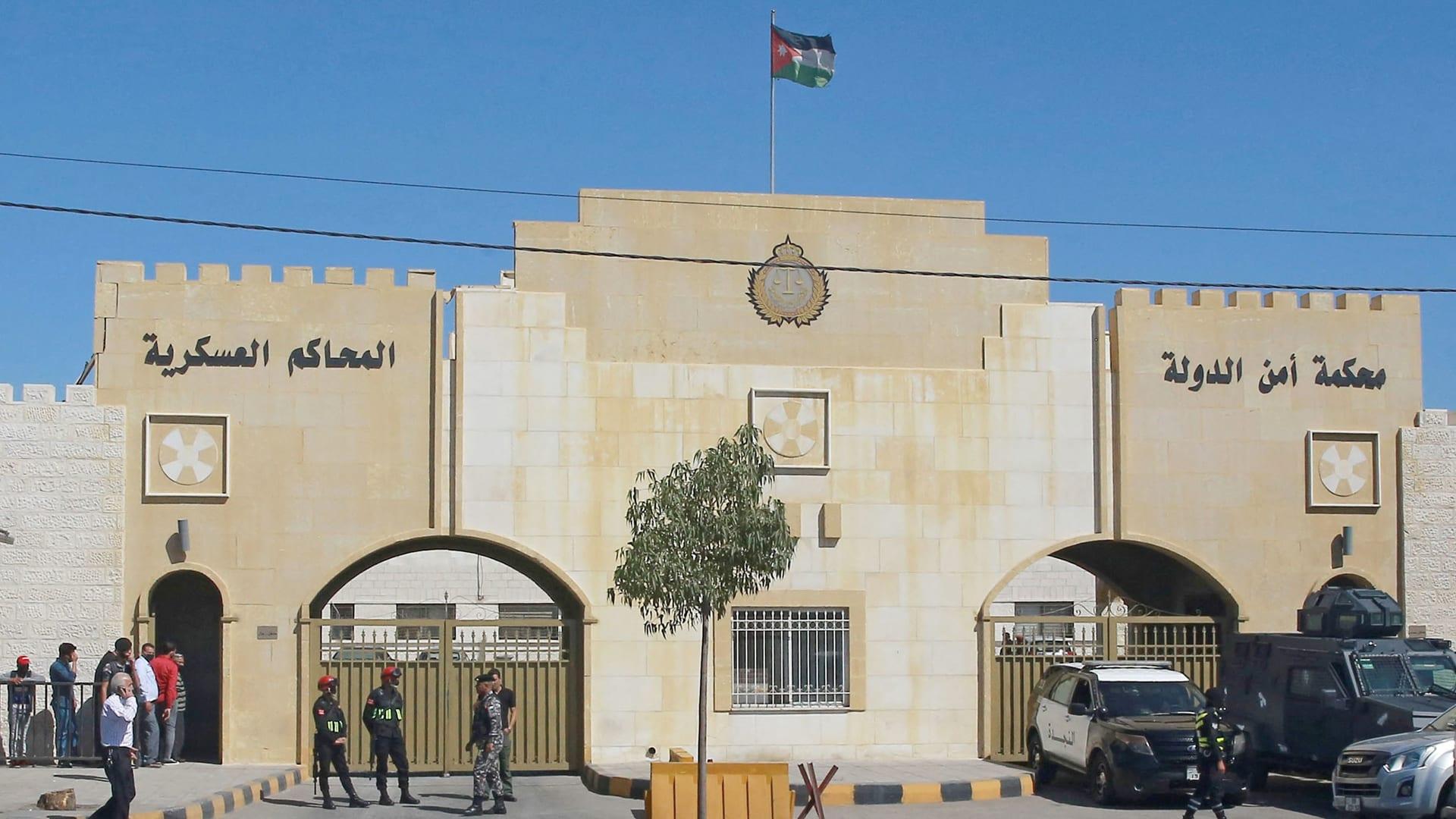 مشاهد من خارج المحكمة العسكرية بأول أيام محاكمة باسم عوض الله والشريف حسن بن زيد