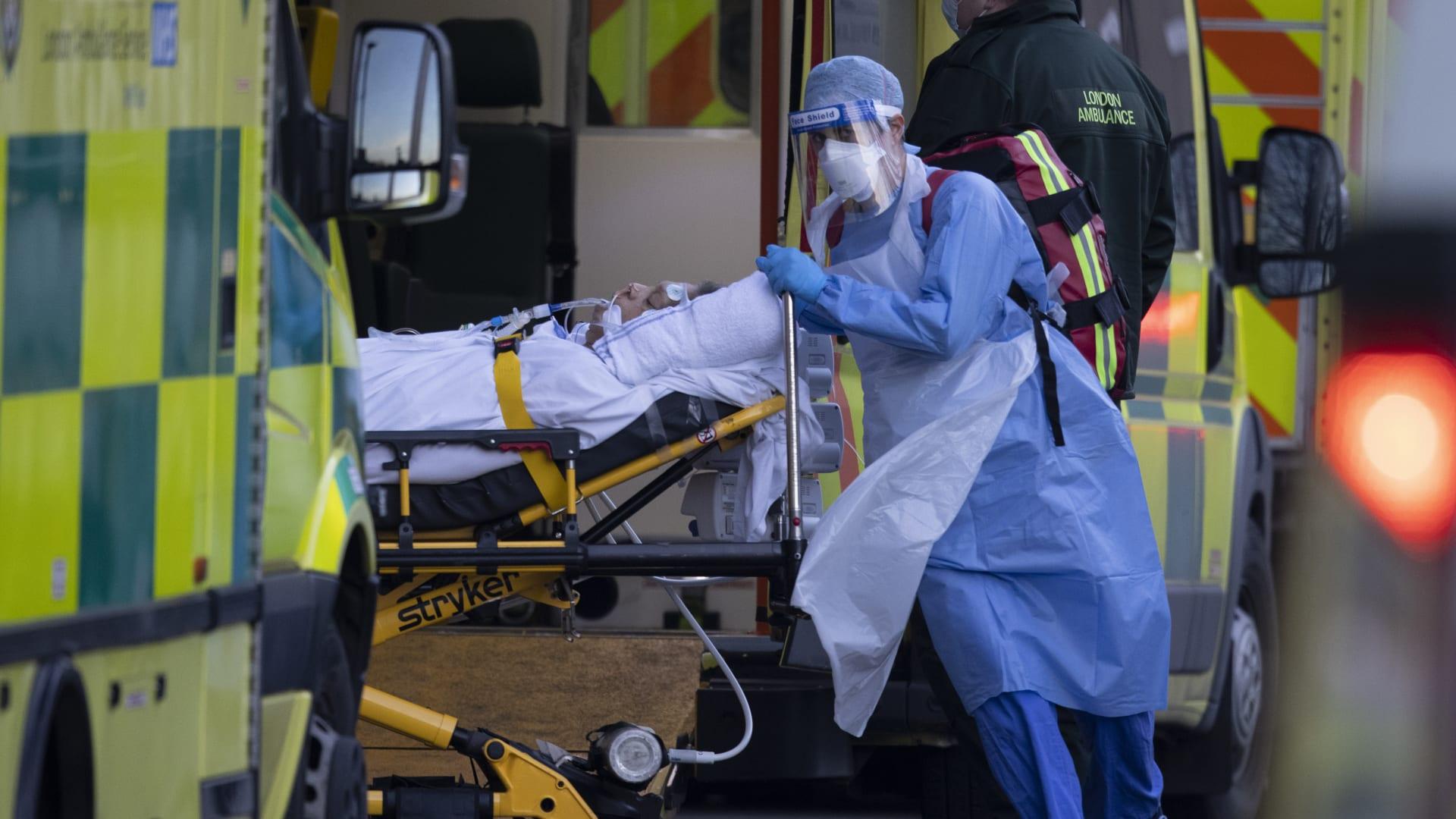 بريطانيا.. أرقام قياسية بحالات كورونا وانتظار للقاح أوكسفورد-أسترازينيكا