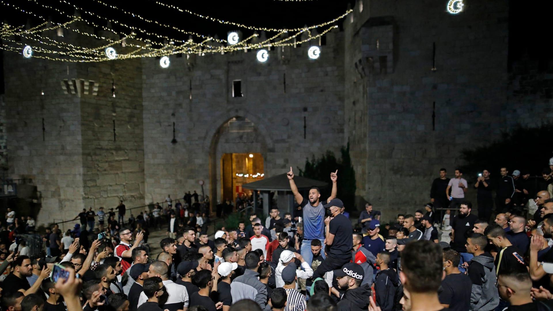"""هتافات """"الموت للعرب"""" وعنف في القدس وصواريخ من غزة.. كيف اندلعت الشرارة؟"""