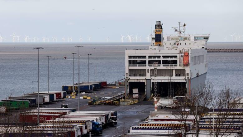 إنقاذ ثمانية مهاجرين من العراق وإيران كانوا داخل مقطورة مُبردة في ميناء بلجيكي
