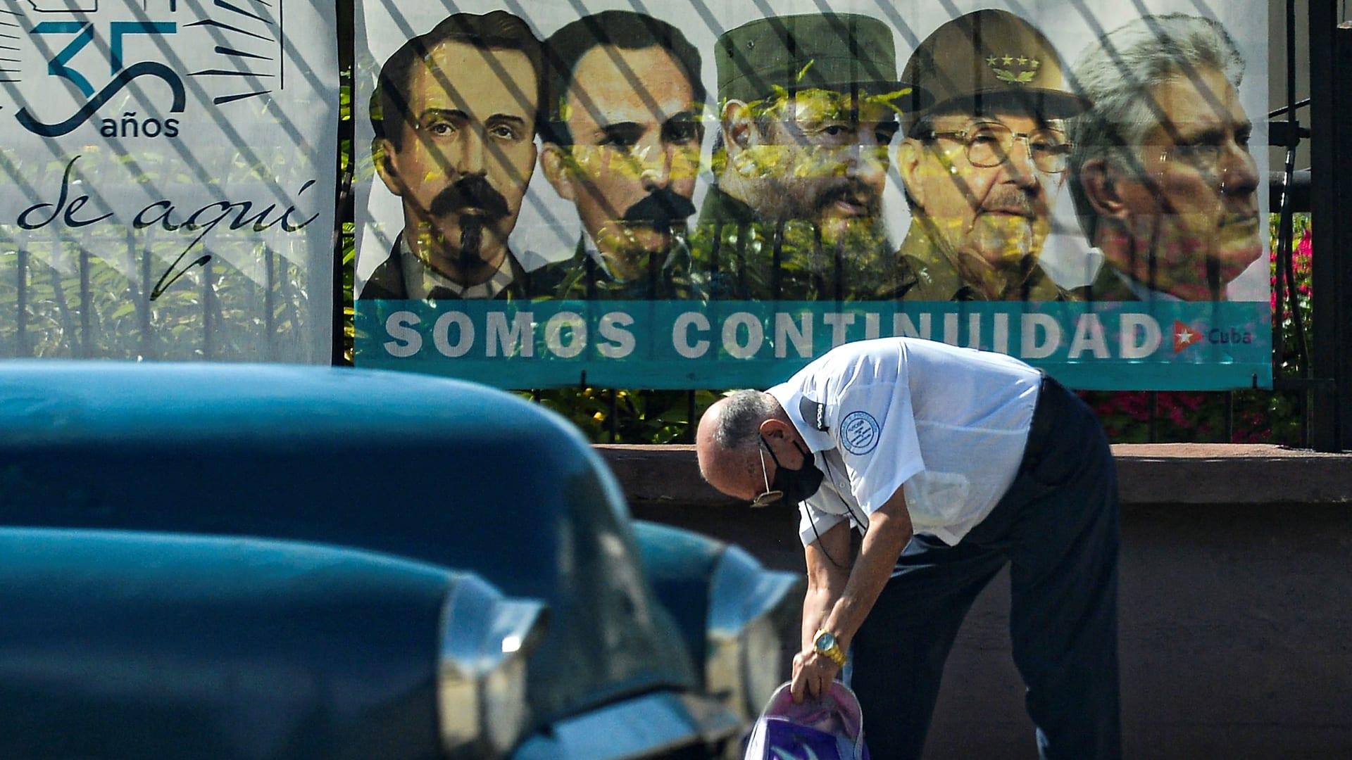 رئيس كوبا راؤول كاسترو يستعد للتنحي لينهي حقبة عشيرته في السلطة منذ 62 عامًا
