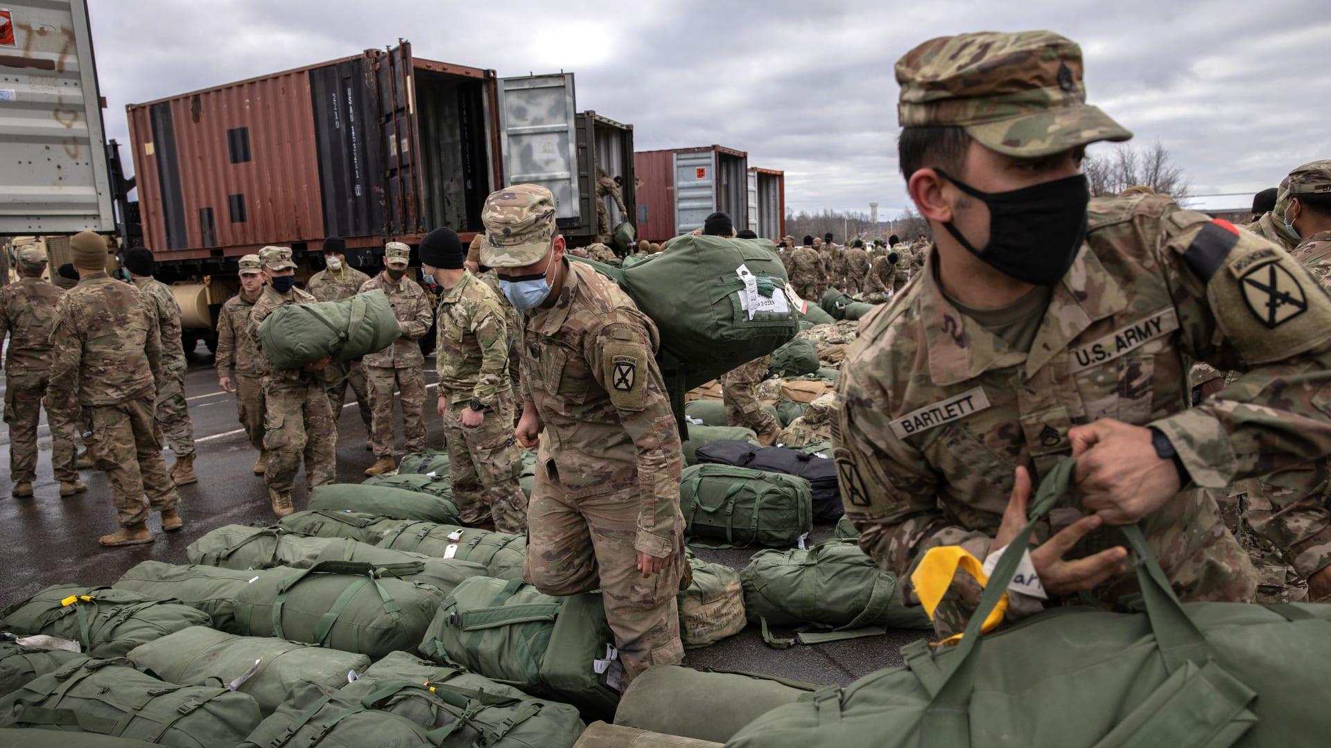 """قد يكون """"أخطر قرارات"""" بايدن: أمريكا وأفغانستان"""