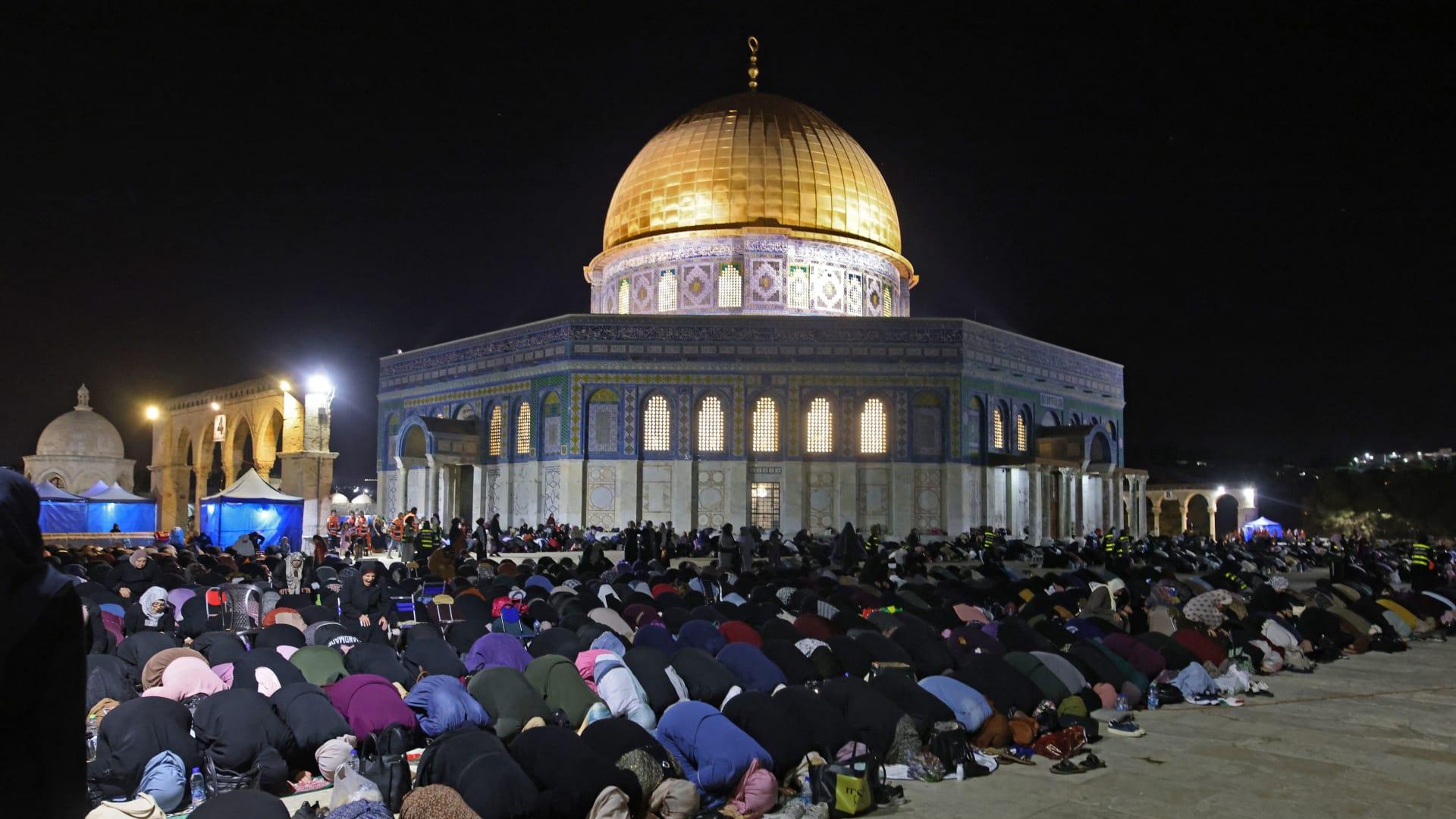 التطورات في القدس.. الهلال الأحمر: 10 إصابات جديدة في المسجد الأقصى فجر الأحد