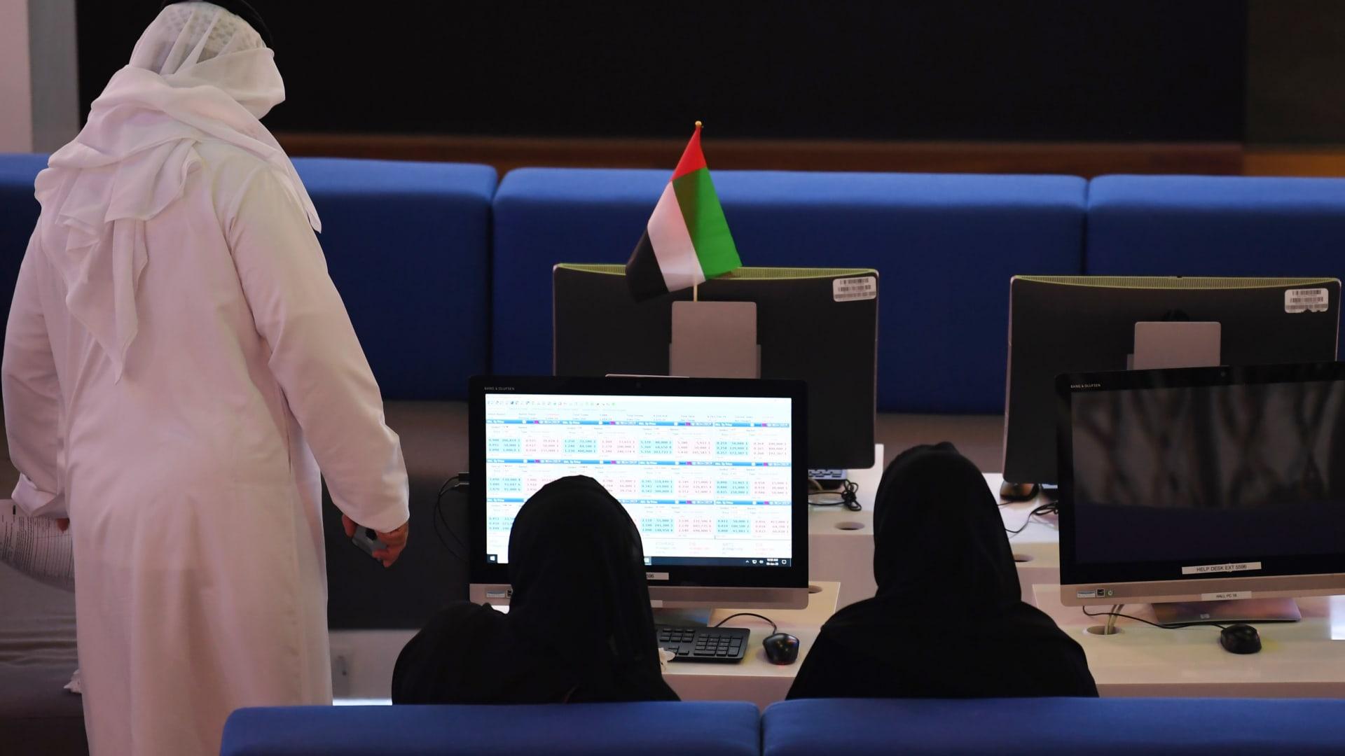 دبي تُلزم الشركات المحلية بإدراج أسهمها في سوقها قبل إدراجها بالخارج