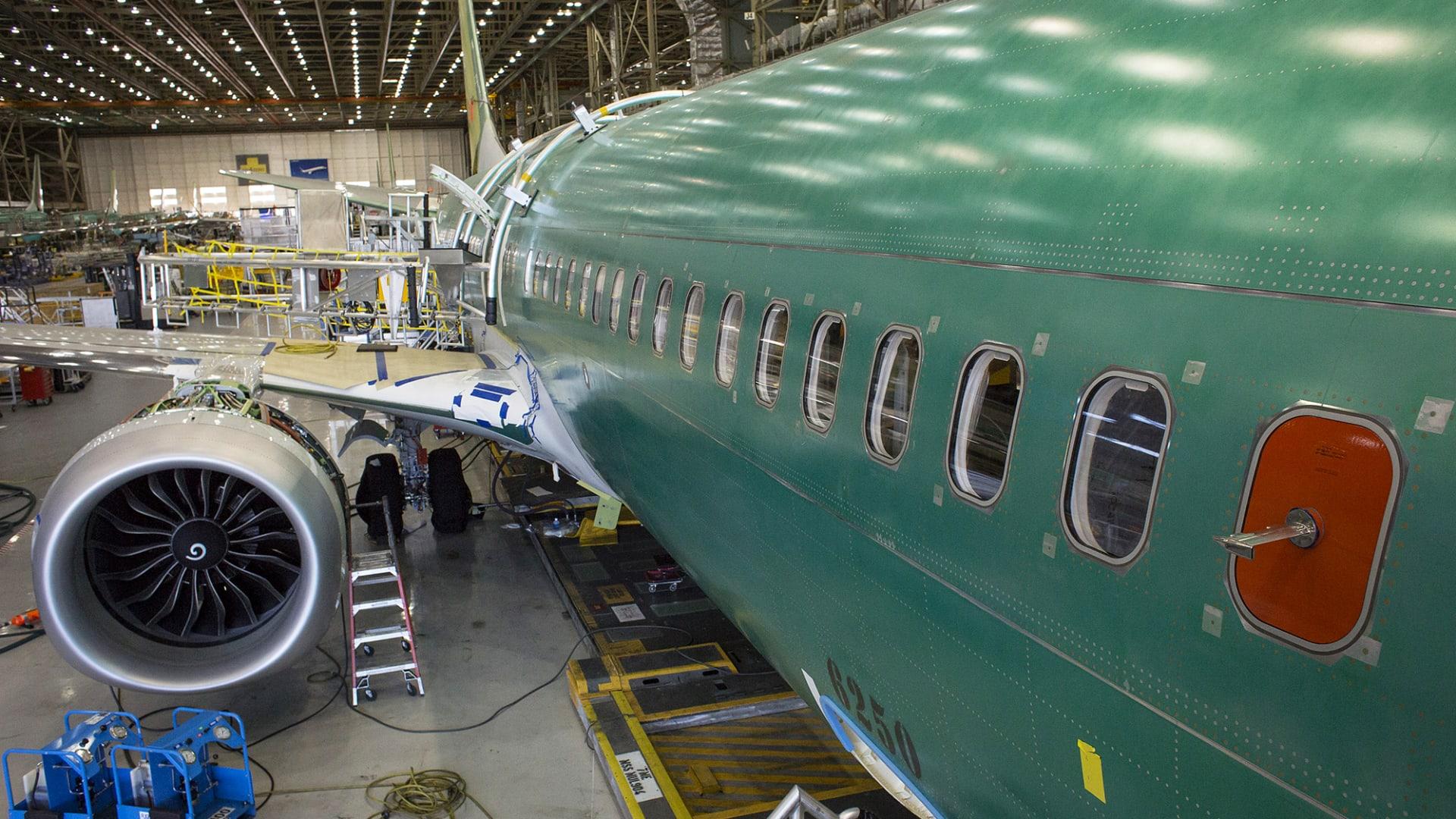 بوينغ ستدفع 2.5 مليار دولار لتسوية ملف طائرة 737 ماكس