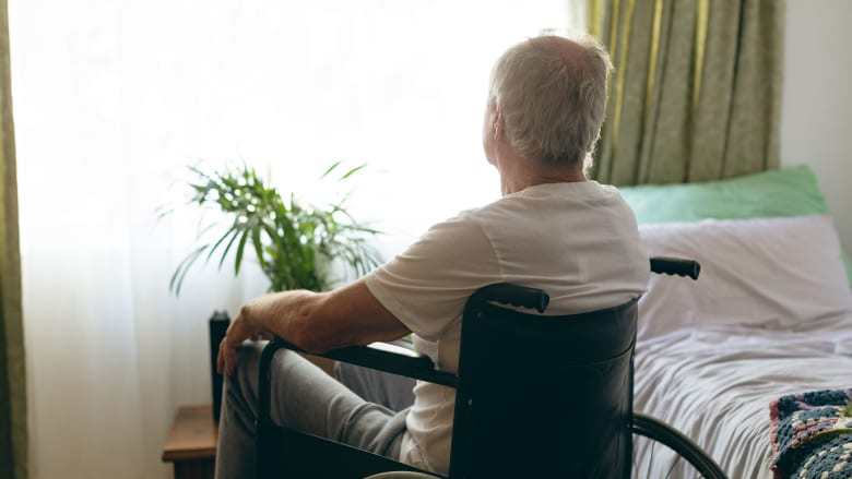 التعب والضعف لا يعني الكبر بالسن فقط.. هناك أمر ما خطأ!